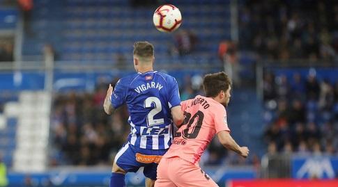 סרג'י רוברטו וקרלוס ויגראיי נלחמים על הכדור (La Liga)