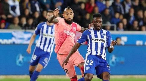 מובארק ווקאסו עם ארתורו וידאל (La Liga)
