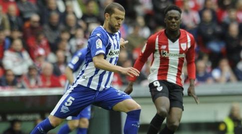 ויקטור לגווארדיה עם הכדור (La Liga)