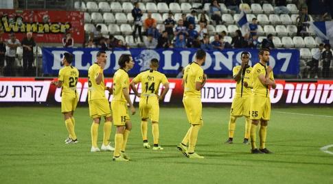 """שחקני בית""""ר ירושלים רגע לפני פתיחת המשחק (ניסן עייש)"""