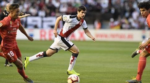 חסוס ואייחו ומרקוס יורנטה מביטים לעבר הכדור (La Liga)