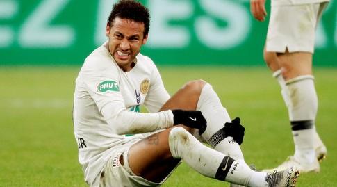 ניימאר על הדשא. קיבל טיפול, המשחק מחודש, אך למי ילך הכדור? (רויטרס)