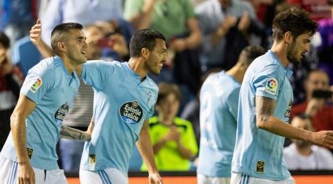 מקסי גומס חוגג עם שחקני סלטה ויגו (La Liga)