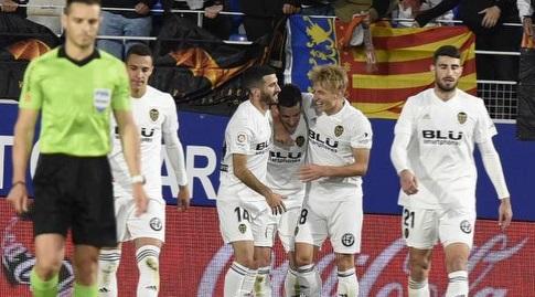 שחקני ולנסיה חוגגים. אמרי מודאג מההתקפה שלהם (La Liga)