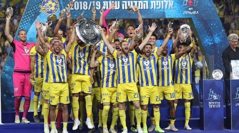 מכבי תל אביב חוגגת אליפות (באדיבות מנהלת הליגות לכדורגל)