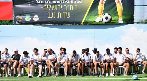 """שחקני בית""""ר ירושלים במהלך הסיור (חגי מיכאלי)"""