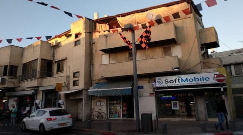 שכונת התקווה מקושטת בדגלי בני יהודה (Lions army)