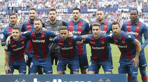 שחקני לבאנטה לפני המשחק (La Liga)