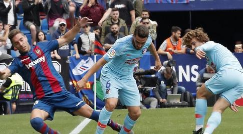 קוקה נלחם על הכדור (La Liga)