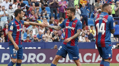 אנטוניו לונה חוגג עם פדרו לופס (La Liga)