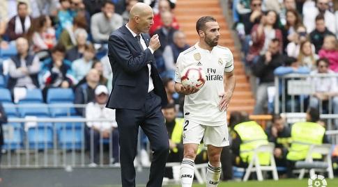 דני קרבחאל מקבל הוראות מזינדין זידאן (La Liga)