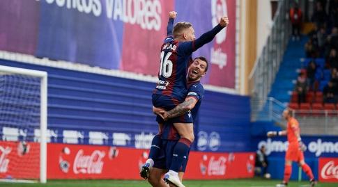 סרג'י אנריק ופאבלו דה בלאסיס חוגגים (La Liga)