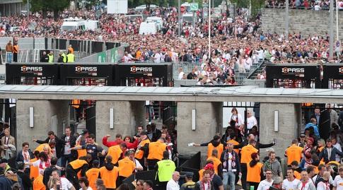 הטירוף בכניסה לאצטדיון האולימפי בברלין (רויטרס)