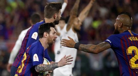 ארתורו וידאל עם ליאו מסי (La Liga)
