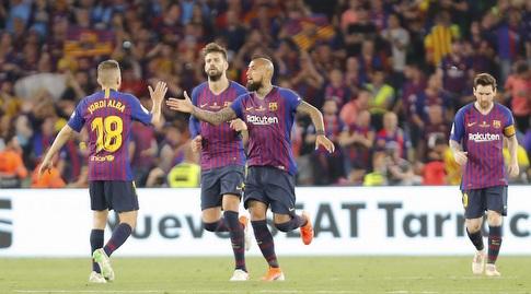 שחקני ברצלונה אחרי השער המצמק (La Liga)