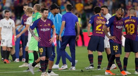ליאו מסי ושחקני ברצלונה מאוכזבים בסיום (רויטרס)