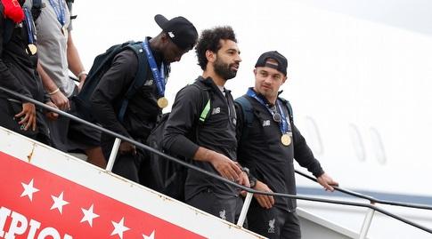 מוחמד סלאח יורד מהמטוס (רויטרס)