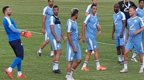 שחקני נבחרת ישראל באימון בלטביה (מאור רחמני)