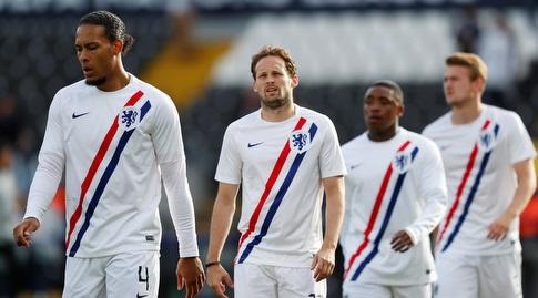 שחקני נבחרת הולנד בחימום (רויטרס)