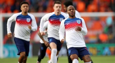 שחקני נבחרת אנגליה בחימום (רויטרס)