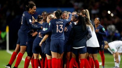 שחקניות נבחרת צרפת חוגגות (רויטרס)