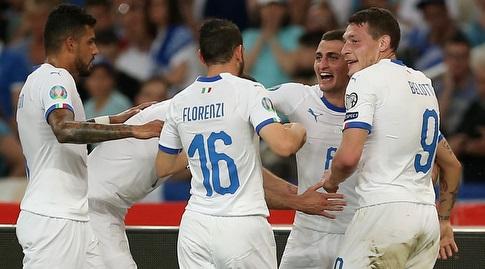 שחקני איטליה חוגגים (רויטרס)