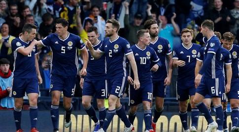 שחקני נבחרת סקוטלנד חוגגים (רויטרס)
