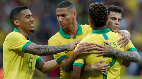 שחקני נבחרת ברזיל חוגגים (רויטרס)