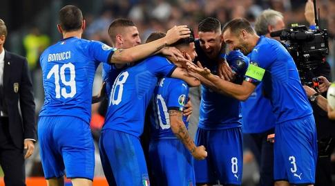 שחקני נבחרת איטליה חוגגים (רויטרס)