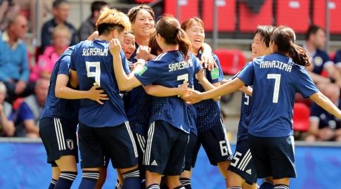 שחקניות נבחרת יפן חוגגות (רויטרס)