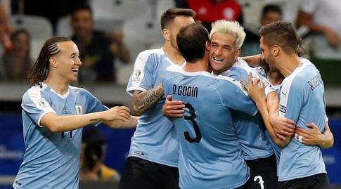 שחקני אורוגוואי חוגגים (רויטרס)