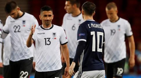 סביין לילאיי (משמאל) במדי נבחרת אלבניה (רויטרס)