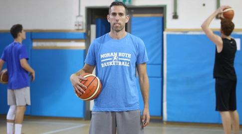 """מורן רוט. """"הכדורסל זורם בדמי ונשמתי"""" (רדאד ג'בארה)"""