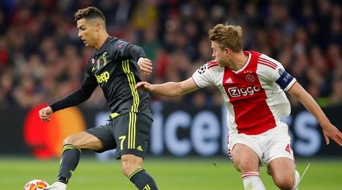 דה ליכט במאבק מול רונאלדו. ההולנדי העריץ את הפורטוגלי (רויטרס)