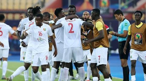 שחקני נבחרת גינאה חוגגים (רויטרס)