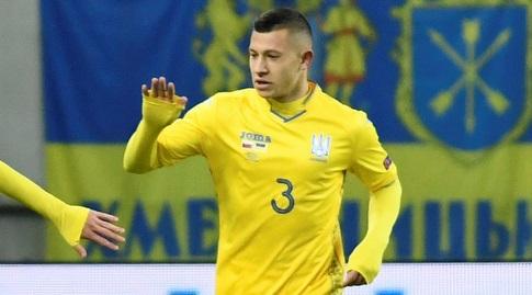 אנדריי בוריאצ'וק במדי נבחרת אוקראינה (רויטרס)