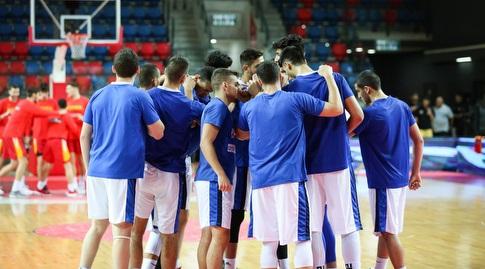 שחקני נבחרת ישראל לפני פתיחת ההתמודדות (איציק בלניצקי)