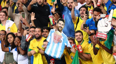 אוהדי ברזיל עוקצים את מסי (רויטרס)