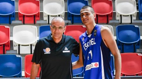 ים מדר עם מאמן הנבחרת אריאל בית הלחמי (חגי מיכאלי)