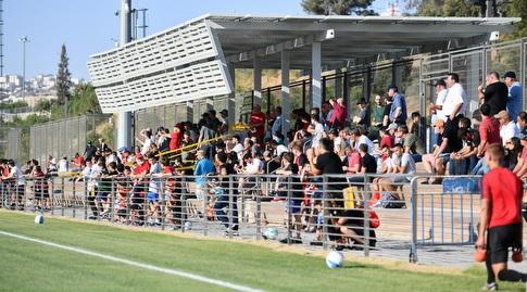הקהל שהגיע לצפות במשחק ההכנה (חגי מיכאלי)