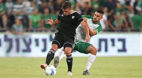 עאיד חבשי נלחם על הכדור (רדאד ג'בארה)