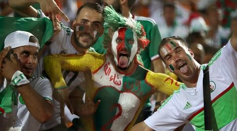 אוהדי נבחרת אלג'יריה (רויטרס)