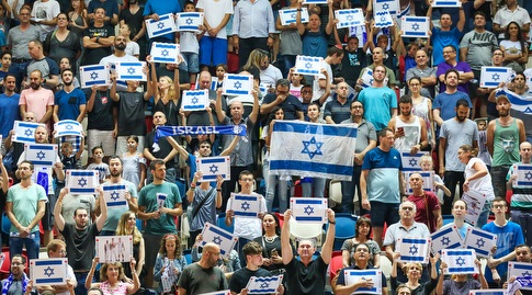 אוהדי ישראל בהיכל קבוצת שלמה (איציק בלניצקי)