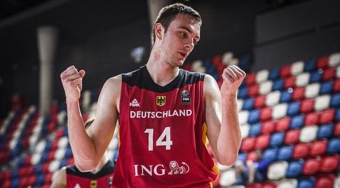 פיליפ הרנקהוף חוגג (FIBA)