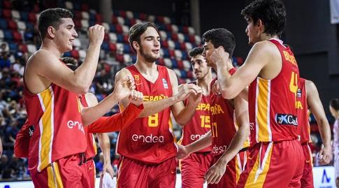 שחקני ספרד חוגגים (FIBA)