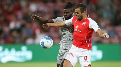 מיגל ויטור במאבק על הכדור (רדאד ג'בארה)