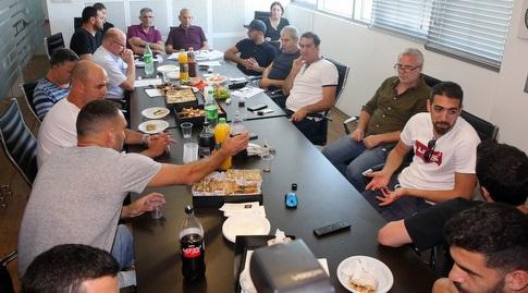 ישיבת המנהלת ושחקני קבוצות ליגת העל (שחר גרוס)