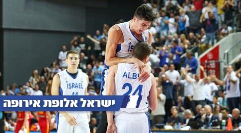 שחקני נבחרת ישראל חוגגים (איציק בלניצקי)
