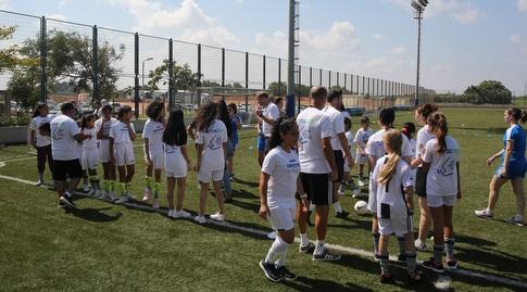 ילדות ישראליות ופלשתנאיות באימון (שחר גרוס)