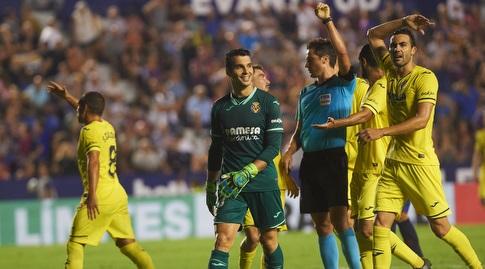 שחקני ויאריאל בתלונות כלפי השופט (La Liga)